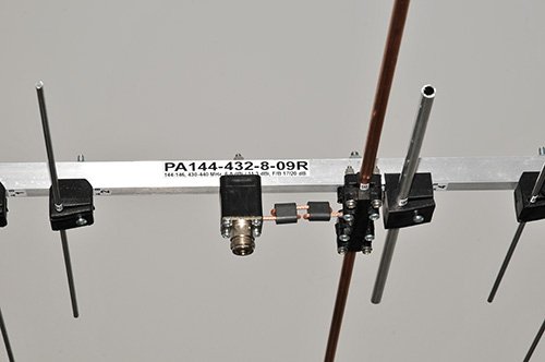 2m-70cm-Dualband-Yagi-PA144-432-8-09R-Dipole-Balun-Connector-detail