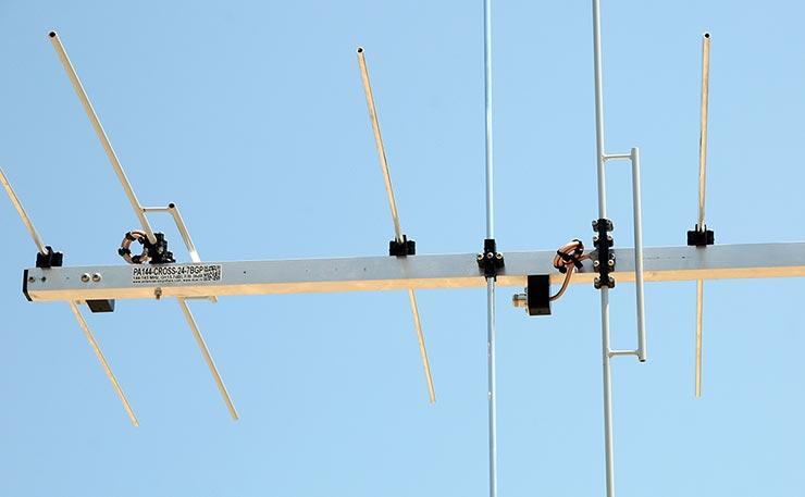 144 MHz 2m CROSS - PLUS Yagi Antenna PA144-CROS-24-7BGP Dipoles Baluns and Connector View