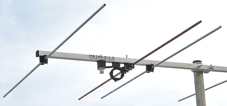 2m-portable-antenna-144-MHz-5-elements-dipole-balun-connector-detail