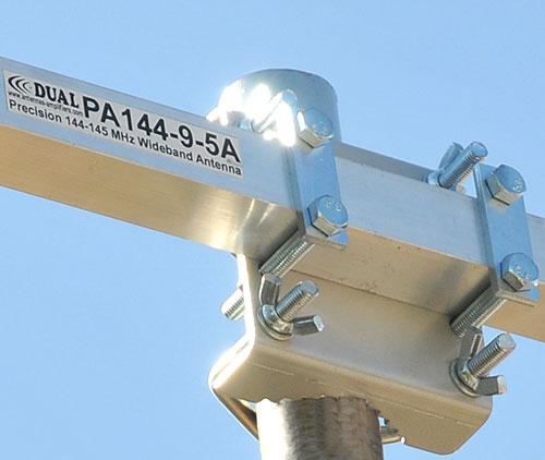 144-145 MHz portable Yagi bracket with wing nuts